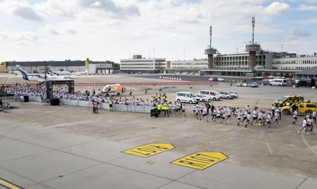 Közel 700-an futottak Ferihegyen a jótékonysági repülőtéri futóversenyen