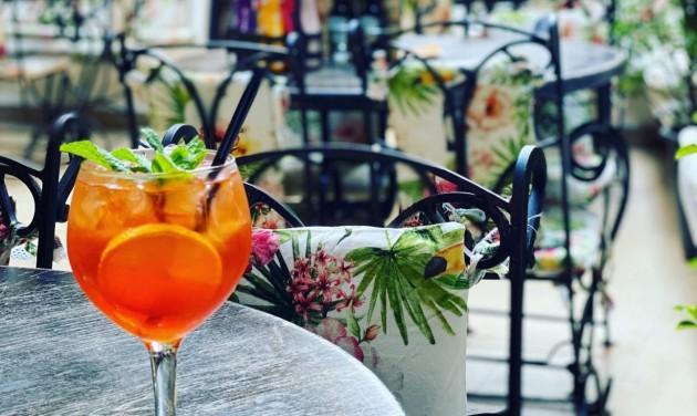 Bukarestben megnyíltak a vendéglők, kávézók belső helyiségei