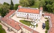 Régi pompájában fogadja látogatóit a felújított tatai Esterházy-kastély