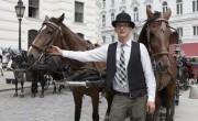 Takarmányt gyűjtenek lovaiknak a bécsi fiákeresek