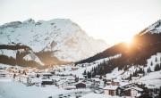 Karácsonyi vásárokkal, túrákkal és síeléssel vár a télen Ausztria