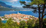 Horvátországban előreveszik az oltási sorban a turizmusban dolgozókat