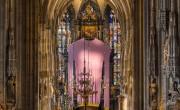 Óriási lila pulóver díszíti a bécsi Stephansdomot