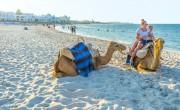 Oltják a turizmusban dolgozókat Tunéziában