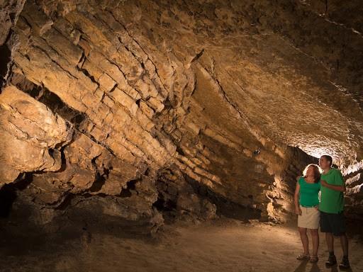 Új látogatóközpont épül a balatonfüredi Lóczy-barlangnál