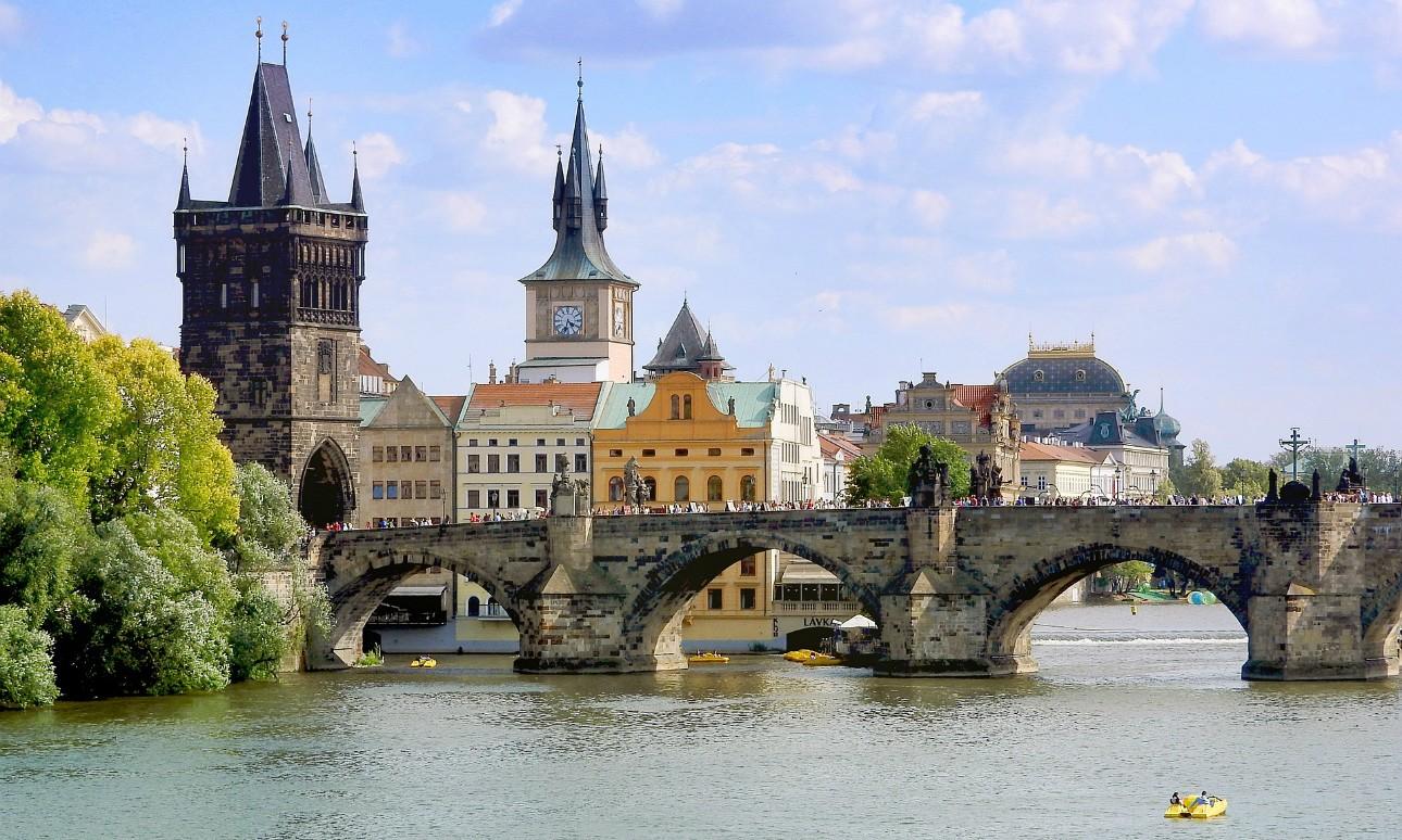 Turisták megrongálták a Károly hidat