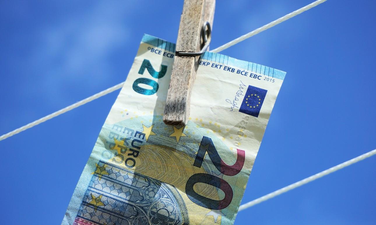 Banki szigor az irodáknál a pénzmosás elleni törvény miatt?