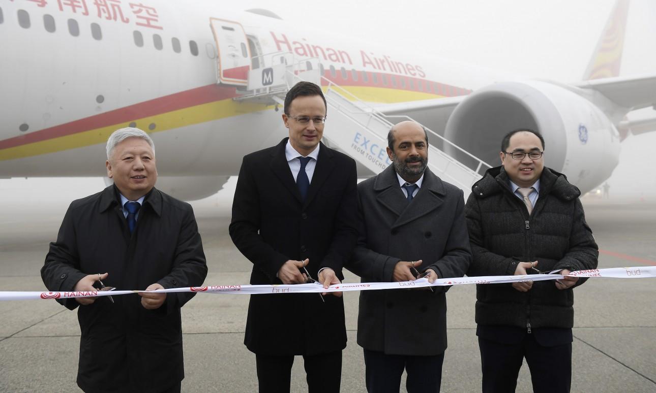 Köszöntötték a Hainan Airlines Budapest-Csungking járatát