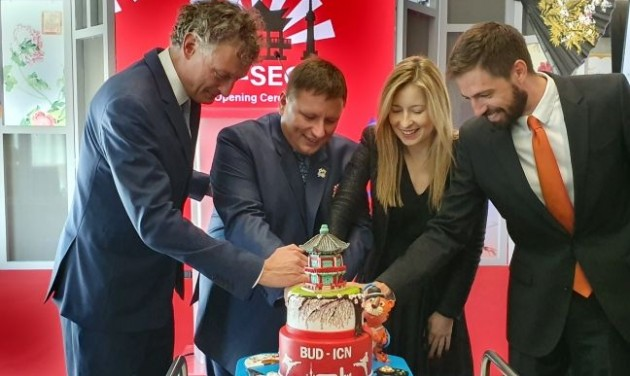 Felszállt a LOT első közvetlen szöuli járata Budapestről