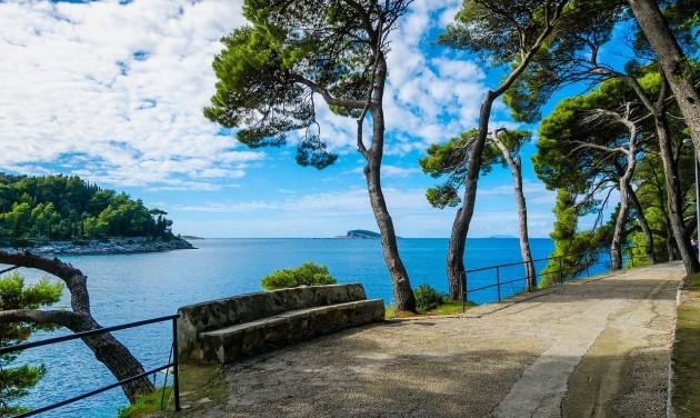 Tovább nyit Horvátország és Szlovénia, szigorú szabályok a fürdőzésre