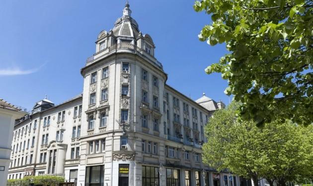 Megvette és felújítja az Aranybika szállót a Mathias Corvinus Collegium