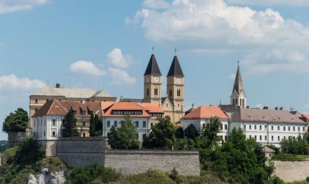 Veszprém és Lajoskomárom a legvirágosabb magyar települések