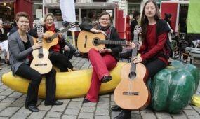 Vásárlás zeneszóra a bécsi piacokon