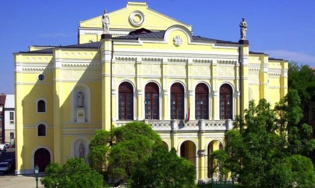 Programokkal búcsúznak a felújítás előtt álló Csokonai Színháztól