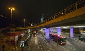 Színes fényárral jelzi a másnapi időjárást Pozsony egyik hídja