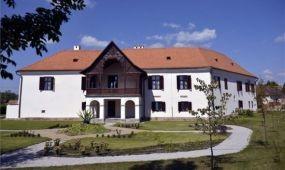 Kastélyszállóvá alakították a Daniel-kastélyt az erdélyi Olaszteleken