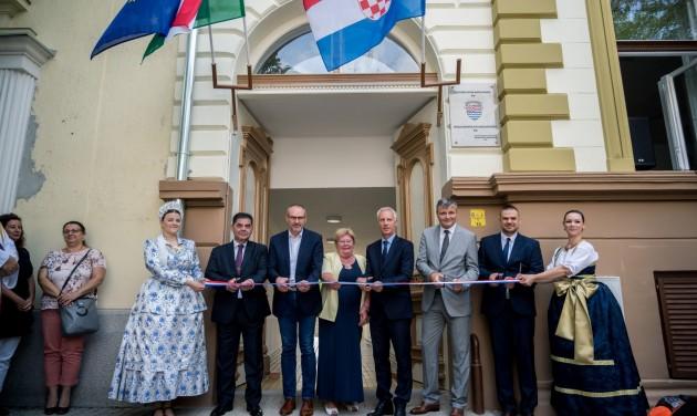 Horvát kulturális központot avattak Baján