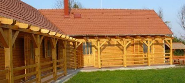Új vendégházak a szigetbecsei Duna-parton