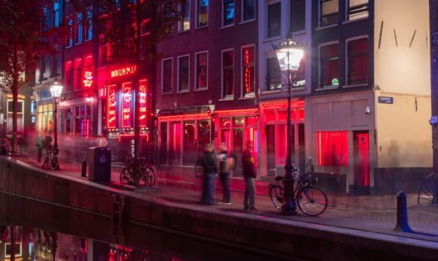 Betiltják az idegenvezetést Amszterdam vörös lámpás negyedében
