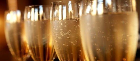 Tíz napig folyik a pezsgő és a bor Pécsett