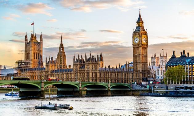 Nagy-Britannia színkódos rendszert vezet be az újrainduló utazásokhoz