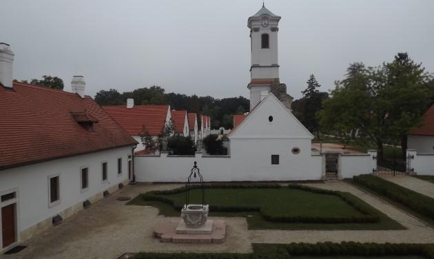 Kastélyok emlékdús története és a szerzetesi béke szigete