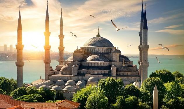 Törökország márciustól fokozatosan lazít a korlátozásokon
