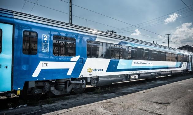Újabb emeletes motorvonatokat és IC+ kocsikat állít forgalomba idén a MÁV-START