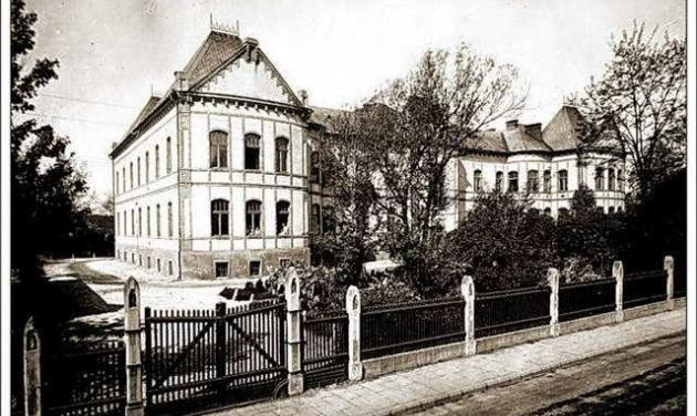 Modern városok: bányakórházból katolikus gimnázium