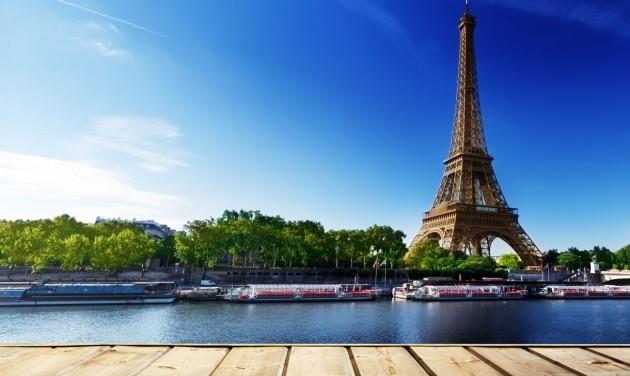 Párizsban betiltják a rakpartokon az alkoholfogyasztást