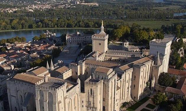 Avignonban ismét a fényeké lesz a főszerep
