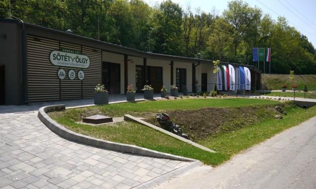 Családi piknikréttel megnyílt a Sötétvölgy Szabadidőközpont
