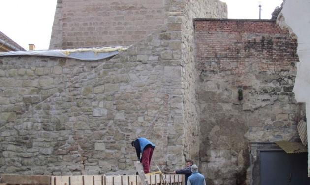 Felújítják Egerben a XVI. századi városfalat