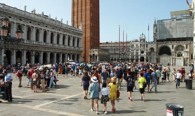 Velence jövő nyártól tényleg belépőjegyet szed a turistáktól