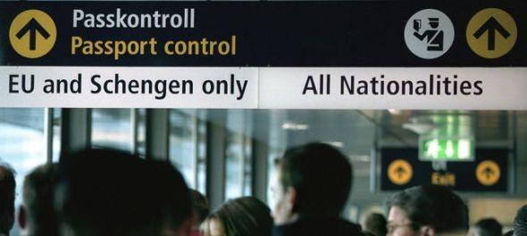 Szigorítás: több adatot kell közölni a légi utasokról