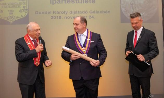 Mesterré léptették elő Kovács Lászlót és Kozma Kálmánt