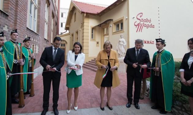 Emlékházat avattak Szabó Magda századik születésnapjára