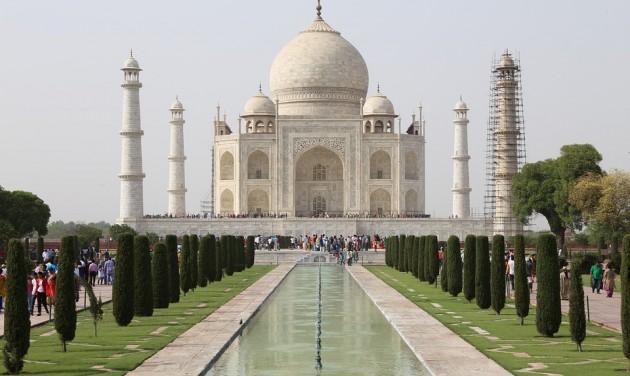 Megrongálódott a Tádzs Mahal két minaretje