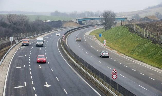 Átadták a 21-es főút két új szakaszát
