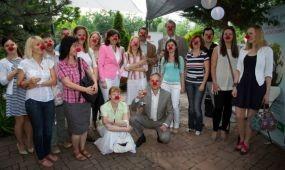 Jótékonysági akcióval és levendulával fűszerezett partnerparti az Andrássy úton