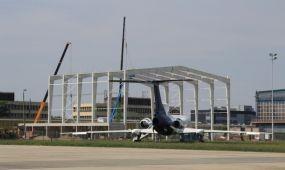 Már áll az új budapesti Wizz Air hangár szerkezete Ferihegyen