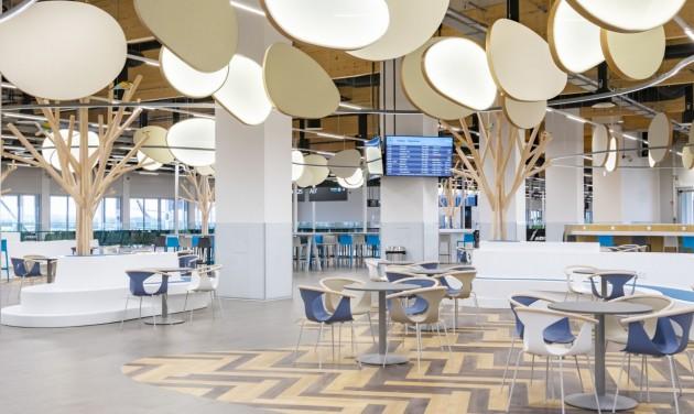 Birtokba vették az utasok az új repülőtéri utasmólót