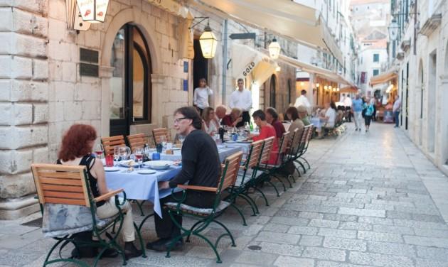Év végéig meghosszabbítják a horvát turizmusban dolgozók támogatását