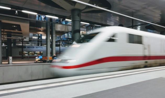 250-nel száguld majd a Budapest-Varsó gyorsvasút
