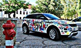 Süteménnyel és drága autóval reklámozzák Picasso kiállítását