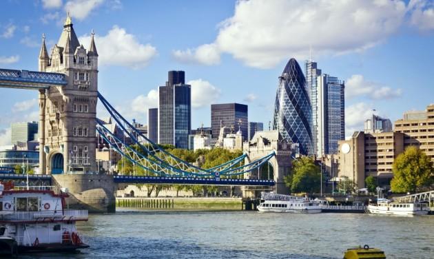 Jövő héttől kötelező karantén nélkül utazhatunk Angliába