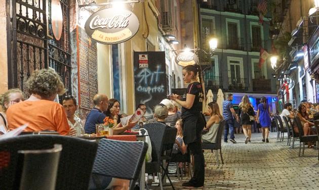 Távolságtartást hozhat az éttermekbe a koronavírus