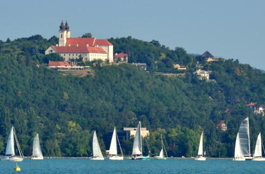 B-bridge, vallási turizmus és etnoáru a legújabb Turizmus Bulletinben