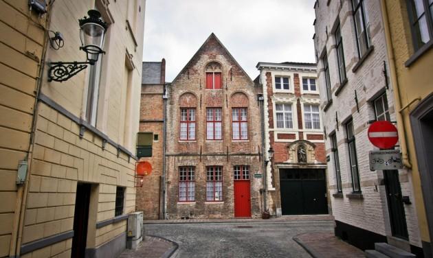 Lazítások Belgiumban, az éttermek beltérben is fogadhatnak majd vendégeket