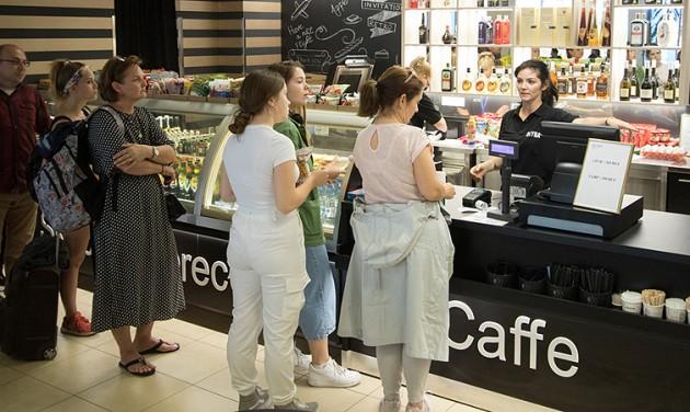 Új bisztrókat és boltokat nyitottak a debreceni reptéren